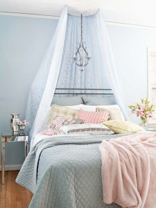 Feminine-Bedroom-Design-In-Light-Blue-with-blue-curtain-design-ideas-with-flower-decoration-design-ideas
