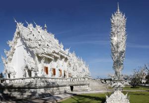 800px-Wat_Rong_Khun-pano-1
