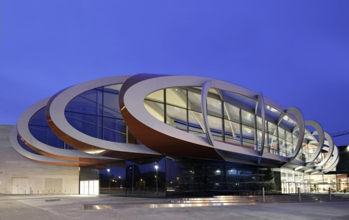 Tržni centar sa krovom koji predstavlja spomenik nekadašnje svetske industrije čelika u Belgiji