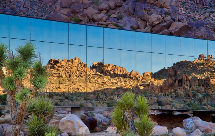 Kuća koja reflektuje pustinsko okruženje